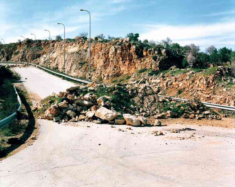 """""""Je suis tombée sur une carte des nations unies de décembre 2003, qui répertorie plus de 700 blockades (obstacles) mis en place par les israéliens en Cisjordanie depuis la seconde Intifada."""""""