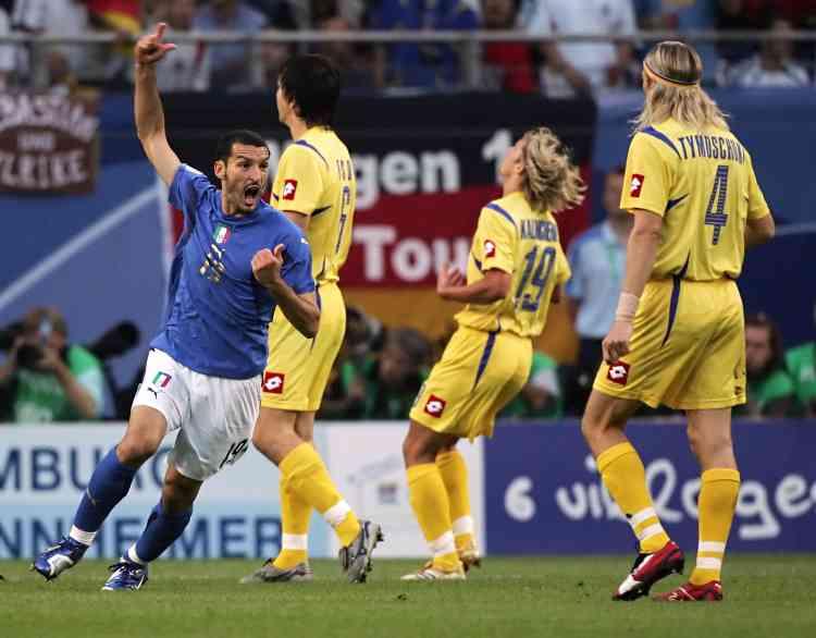 Après une ouverture du score rapide, le 30 juin 2006, les Italiens ont réussi à réagir quand l'Ukraine a accéléré le rythme de la partie. Au final, la Squaddra Azzurra s'impose 3-0.