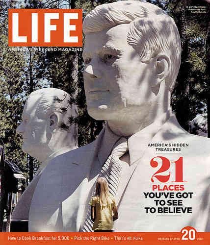 2007.  La « une » du dernier numéro papier. Life survit dans une édition numérique disponible sur www.life.com.