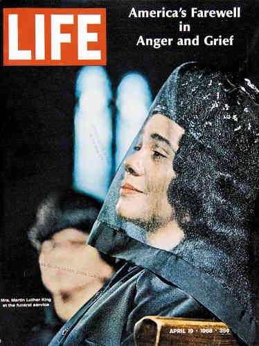 1968. Le magazine est en deuil et se joint à la veuve du pasteur Martin Luther King pour dire adieu au leader pacifiste.