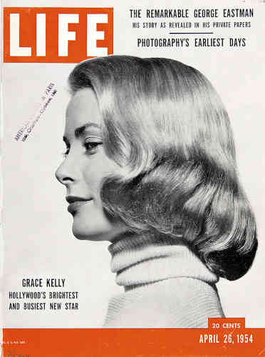 1954. Grace Kelly, star hitchcockienne, pose pour Philip Halsman.