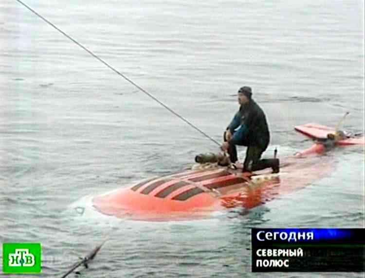 Deux petits sous-marins doivent déposer le drapeau russe par 4 200 mètres de fond, près du pôle Nord, jeudi 2 août.