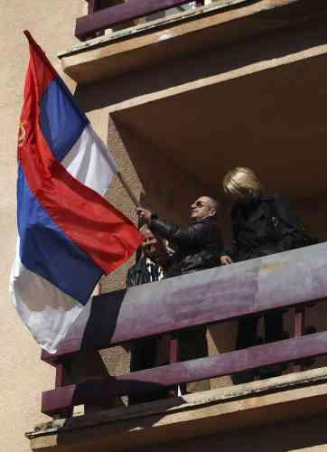 Vendredi, une foule composée majoritairement d'anciens employés de justice de la région de Mitrovica qui s'étaient retrouvés au chômage après le basculement de la province sécessionniste serbe sous l'administration de l'ONU il y a neuf ans avaient pris d'assaut, le bâtiment.