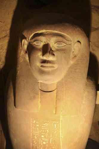 Des archéologues égyptiens ont découvert 30 momies dans une tombe pharaonique ancienne de 4 300 ans, à Saqqara, près du Caire.