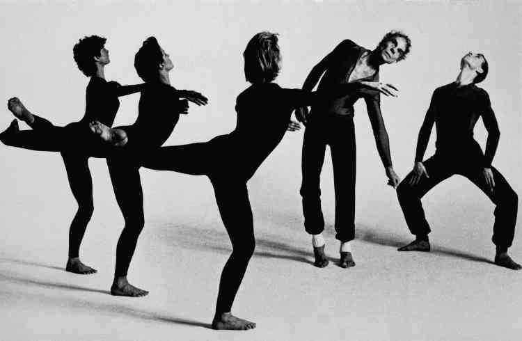 Le chorégraphe américain Merce Cunningham est mort dans la nuit de dimanche à lundi à l'âge de 90 ans. Il s'était imposé comme l'une des figures majeures de la danse contemporaine dont il a inlassablement réinventé les codes.