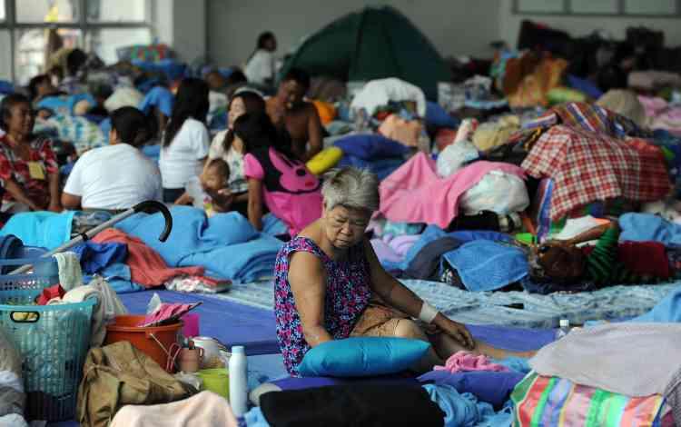 Les autres, minoritaires, se sont organisés dans l'urgence et se sont réfugiés dans des gymnases ou des temples. Les autorités sont dépassées et les premiers secours sont dispensés par l'armée.