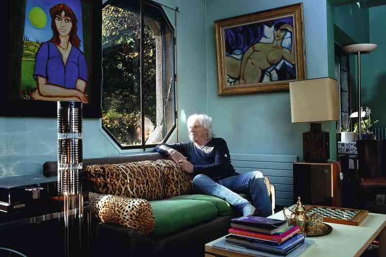"""Le chanteur Hugues Aufray, lui, explique que vivre """" entouré de milliardaires """", ça ne lui fait """" ni chaud ni froid """". Photo:Paolo Verzone pour M Le magazine du Monde"""