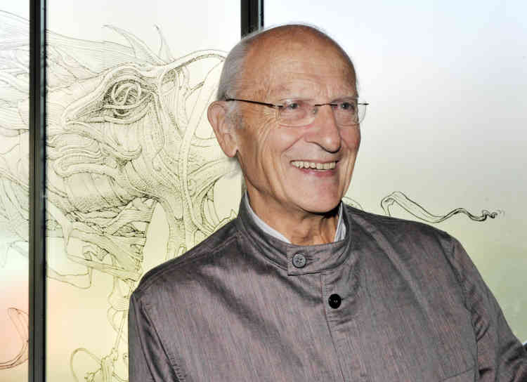 "French cartoonist Jean Giraud, aka ""Moebius"" poses on October 10, 2010 at the fondation Cartier in Paris. An exhibition entitled ""Moebius transe for me"" devoted to Moebius's work will take place at the fondation Cartier from October 12, 2010 to March 13, 2011.   AFP PHOTO BORIS HORVAT"