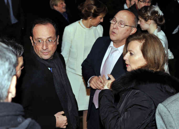France's opposition Socialist Party (PS) candidate for the 2012 French presidential election Francois Hollande (L), accompanied by his companion Valerie Trierweiler (R) talk with people, on December 17, 2011, in Argenton-sur-Creuse, after  the wedding of his friend Michel Sapin (C), in charge of Hollande's presidential program and MP, with journalist Valerie de Senneville (C, second ground). Hollande was Sapin's best man.  AFP PHOTO/ALAIN JOCARD
