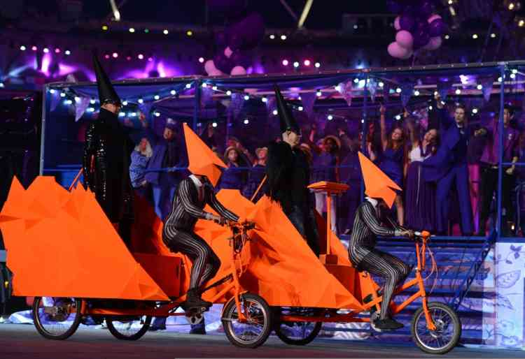 British group The Pet Shop Boys performs during the closing ceremony of the 2012 London Olympic Games at the Olympic stadium in London on August 12, 2012.     AFP PHOTO / OLIVIER MORIN