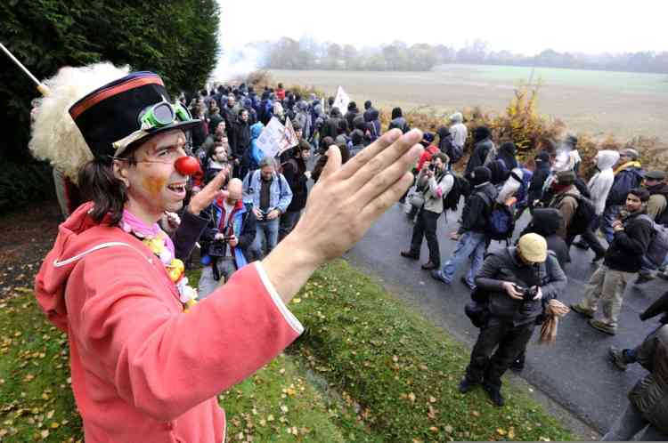 A disguised protester takes part in a demonstration among opponents to a project to build an international airport, on November 17, 2012 in Notre-Dame-des-Landes, western France. The project was signed in 2010 and the international airport is supposed to open in 2017 near the western city of Nantes. AFP PHOTO JEAN-SEBASTIEN EVRARD