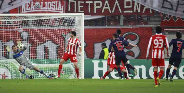 Arsenal's Tomas Rosicky, far right, scores the opening goal for his team against Olympiakos during a group B Champions League soccer match in the port of Piraeus, near Athens, Tuesday, Dec. 4, 2012. (AP Photo/Thanassis Stavrakis)