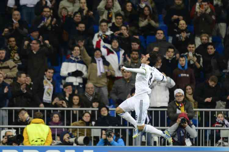 Real Madrid's Brazilian midfielder Kaka celebrates after scoring during the UEFA Champions League Group D football match Real Madrid vs Ajax Amsterdam at the Santiago Bernabeu stadium in Madrid on December 4, 2012.  AFP PHOTO / JAVIER SORIANO