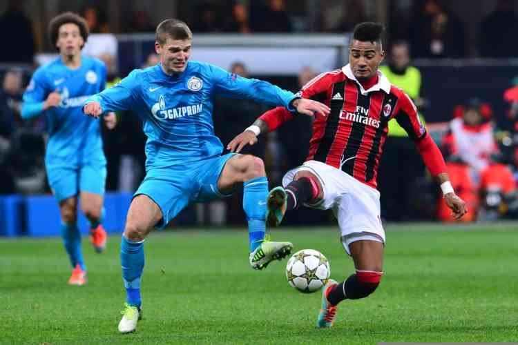 AC Milan's Ghanaian defender Prince Kevin Boateng (R) fights for the ball with FC Zenit's midfielder Igor Denisov during the Champions League match AC Milan vs  FC Zenith on December 4, 2012 at the San Siro Stadium in Milan. AFP PHOTO / GIUSEPPE CACACE