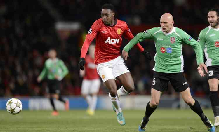 Manchester United's English forward Danny Welbeck (L) vies with Cluj's Romanian midfielder Gabriel Muresan during the UEFA Champions League group H football match between Manchester United and CFR Cluj-Napoca at Old Trafford in Manchester, north-west England, on December 5, 2012. AFP PHOTO/PAUL ELLIS
