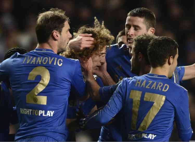Chelsea's David Luiz (C) celebrates with team mates after scoring a goal during their Champions League Group E soccer match against FC Nordsjaelland at Stamford Bridge in London December 5, 2012.  REUTERS/Dylan Martinez (BRITAIN - Tags: SPORT SOCCER)