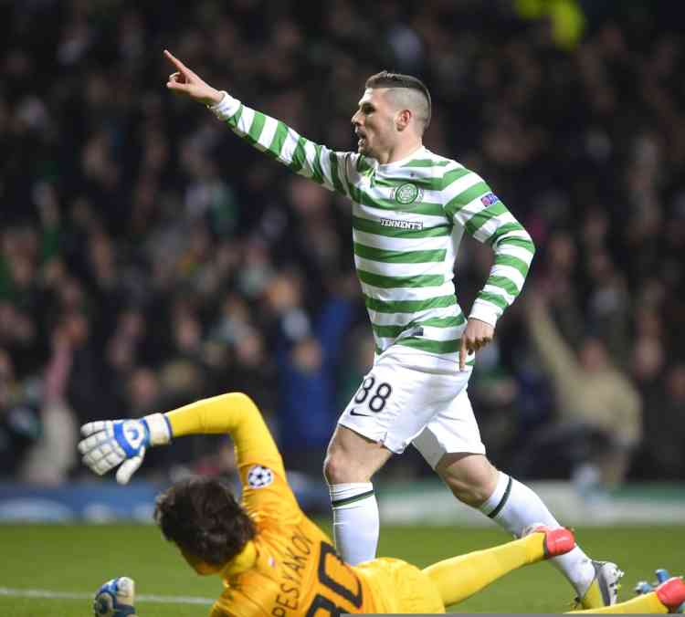 Celtic's Gary Hooper celebrates scoring against Spartak Moscow during their Champions League soccer match at Celtic Park stadium in Glasgow, Scotland December 5, 2012. REUTERS/Russell Cheyne (BRITAIN - Tags: SPORT SOCCER)