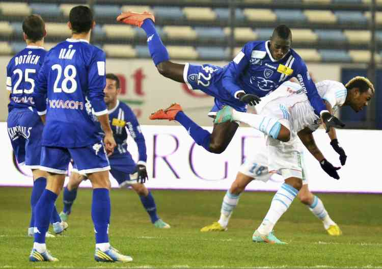Sambou Yatabare of Bastia (2nd L) fights for the ball during his French Ligue 1 soccer match against Olympique Marseille at the Stade Armand-Cesari in Furiani, December 12, 2012. REUTERS/Pierre Murati (FRANCE - Tags: SPORT SOCCER)