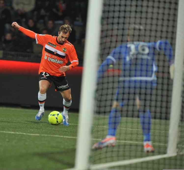 Lorient's French  defender Baca Maxime plays during the French L1 football match Lorient vs Sochaux, on December 12, 2012 at the Moustoir Stadium in Lorient, western France. AFP PHOTO FRANK PERRY