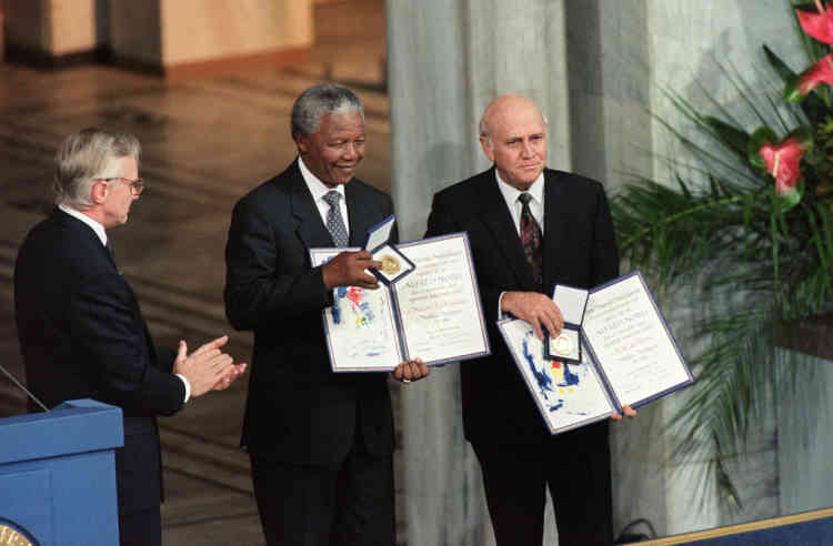Nelson Mandela, President of South African African National Congress (C) and South African President Frederik de Klerk (R) display on December 09, 1993 in Oslo their Nobel Prizes after being awarded jointly for their work to end apartheid peacefully. De Klerk shared a Nobel Peace Prize with Mandela for their efforts in securing a peaceful transition from apartheid rule. De Klerk resigned as leader of South African National Party in 1997, having served as Mandela's second deputy President until 1996.  AFP PHOTO GERARD JULIEN