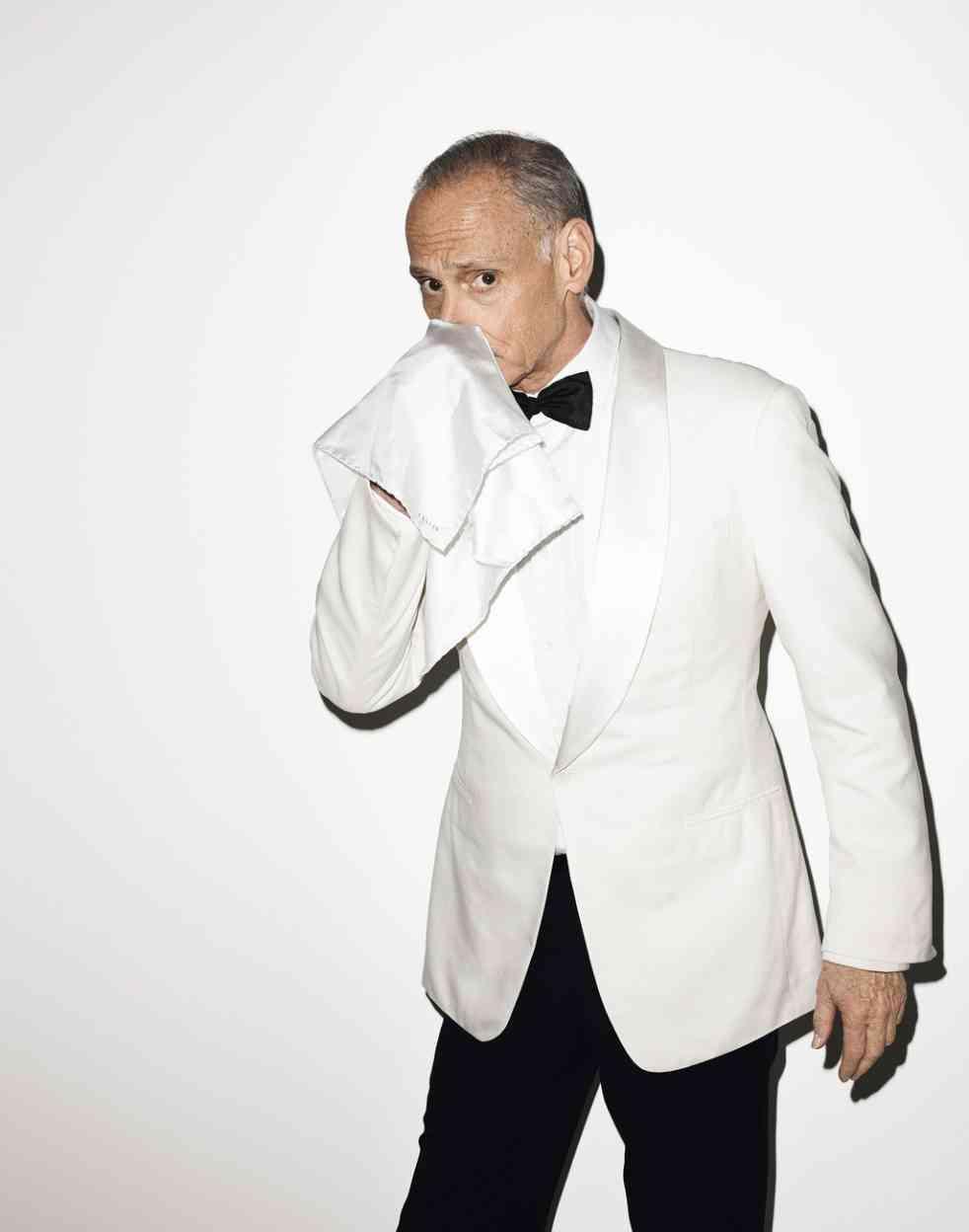 b4eeb8f0f5fc7 Veste en soie avec col châle en satin, pantalon en soie et chemise en coton