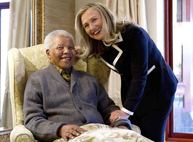US Secretary of State Hillary Rodham Clinton meets with Nelson Mandela, 94, former president of South Africa, at his home in Qunu, South Africa, on August 6, 2012. Her private lunch with the Nobel Peace Prize winner was the first event of her South African visit, an indication of the prestige still enjoyed by the man who led the fight against white-minority rule. The two chatted in his home ahead of the meal, an honour that few receive as Mandela's health has become more fragile with age.  AFP PHOTO/POOL/ Jacquelyn Martin