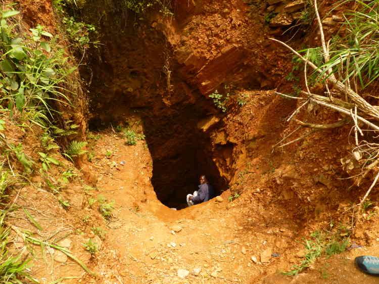Un puit d'or, profond de 20 mètres, en Ituri.