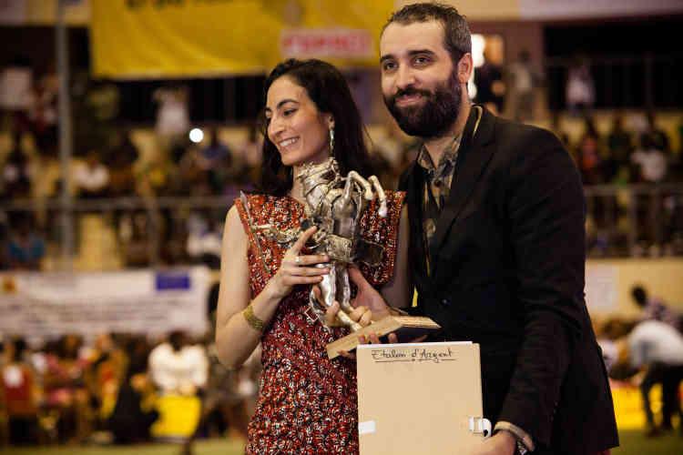 Le cinéaste algérien Belkacem Hadjadj reçoit l'« Etalon d'argent » pour son film «Fadhma N'Soumer». Il est accompagné de l'actrice française Laëtitia Eïdo.