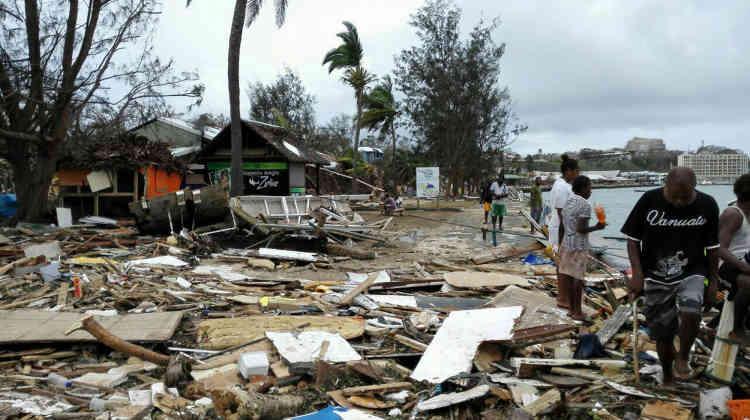 Après le Vanuatu, le cyclone s'est déplacé vers la Nouvelle-Calédonie mais sans causer de dégâts majeurs.