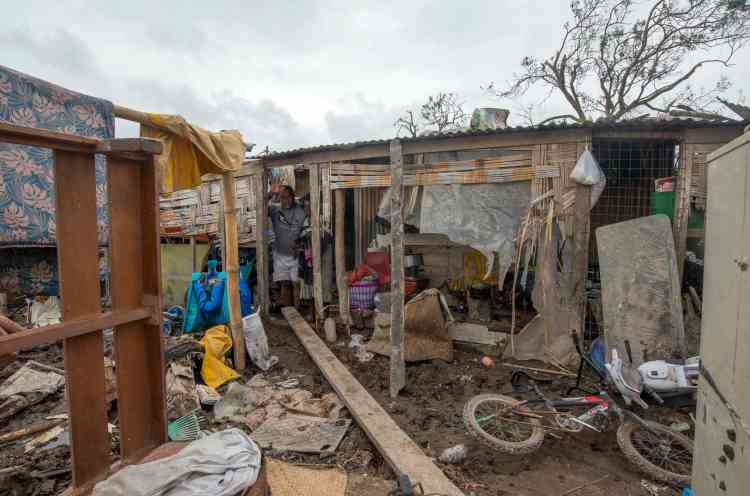 « Nous voyons des maisons et des villages entiers qui ont été entièrement emportés, a témoigné la porte-parole de l'ONG World Vision. Ces maisons étaient des constructions plutôt fragiles, qui n'avaient aucune chance de résister devant un cyclone de catégorie 5. »