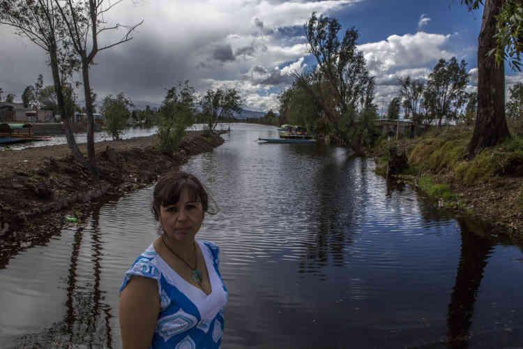 """Claudia Erila Zenteno est menacée de mort depuis qu'elle dénonce l'invasion ses """"chinampas""""."""