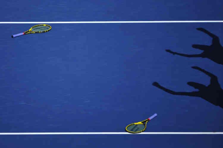 Les jumeaux Mike et Bob Bryan — ou plutôt leurs raquettes — s'imposent en finale de l'US Open 2014. Ils remportent leur 100e victoire sur le circuit.