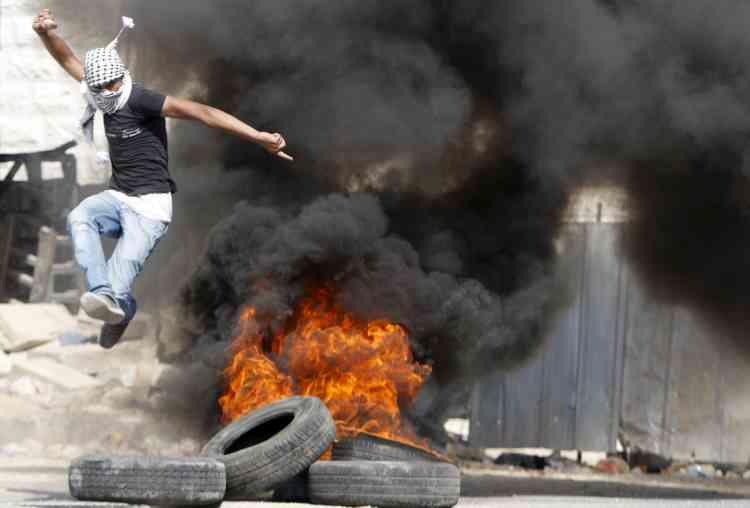 Les manifestations ont vite dégénéré à Hebron, où les tensions sont les plus vives avec les colons israéliens.