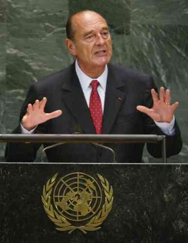 Jacques Chirac refuse de se joindre à une opération en Irak et forme un front commun avec l'Allemagne et la Russie contre cette guerre. Il brandit, le 10 mars 2003, la menace d'un veto au Conseil de sécurité de l'ONU.