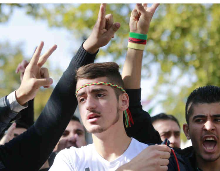 """Les organisateurs ont appelé à une nouvelle manifestation dimanche à partir de 14 h, de la République à la place du Châtelet à Paris, pour dire """"halte à la guerre sale et la terreur d'Etat en Turquie et au Kurdistan"""". Des rassemblements doivent aussi avoir lieu à Lyon et à Toulouse."""