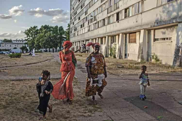 Des habitants de la Stamu II, un ensemble de 168 logements situés à côté du Chêne Pointu, dans le Bas-Clichy.