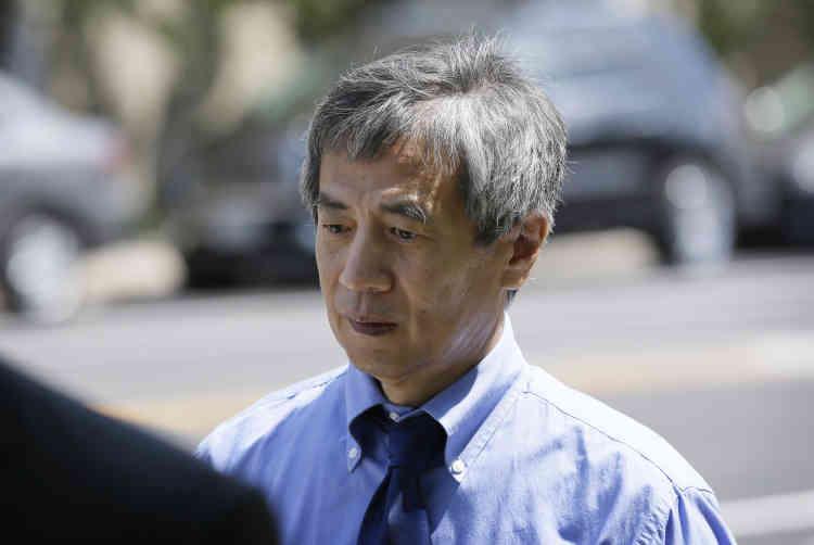 Le 1er juillet, ce généticien sud-coréen de l'université de l'Iowa a été condamné aux Etats-Unis à 57 mois d'emprisonnement et à une amende de 7,2 millions de dollars (6,65 millions d'euros) pour avoir falsifié des données sur des essais vaccinaux contre le VIH. En France, le 10 juillet, le CNRS a annoncé l'exclusion pendant deux ans d'Olivier Voinnet, chercheur vedette de la biologie végétale, accusé de « manipulations délibérées de figures non conformes aux règles de présentation des résultats scientifiques ». Fin 2015, sept de ses articles scientifiques avaient été rétractés.