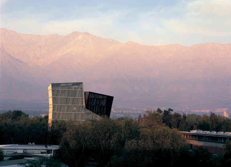 """""""Tours siamoises"""", campus San Joaquin, université catholique du Chili, Santiago."""