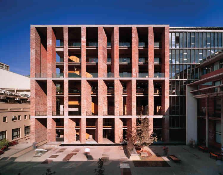 Ecole de médecine, université catholique du Chili, Santiago.