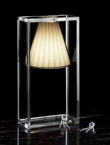 Lampe Light Air à abat-jour en tissu pour Kartell, 2011 (174 euros).