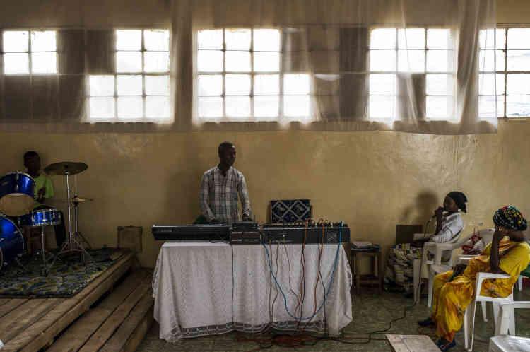 L'orchestre d'une église répète dans le quartier de Jabe, le 26 janvier.