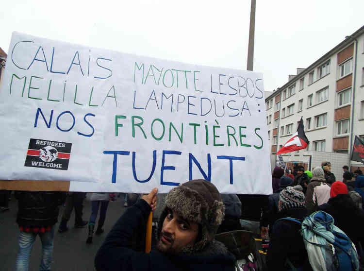 """Vos frontières tuent."""