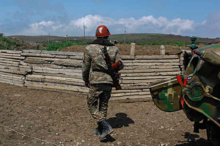 """La """"frontière"""" entre l'Azerbaïdjan et le Haut-Karabakh est fréquemment le théâtre d'accrochages meurtriers. Ces dernières années, Bakou, riche de la manne pétrolière, s'est massivement armé."""