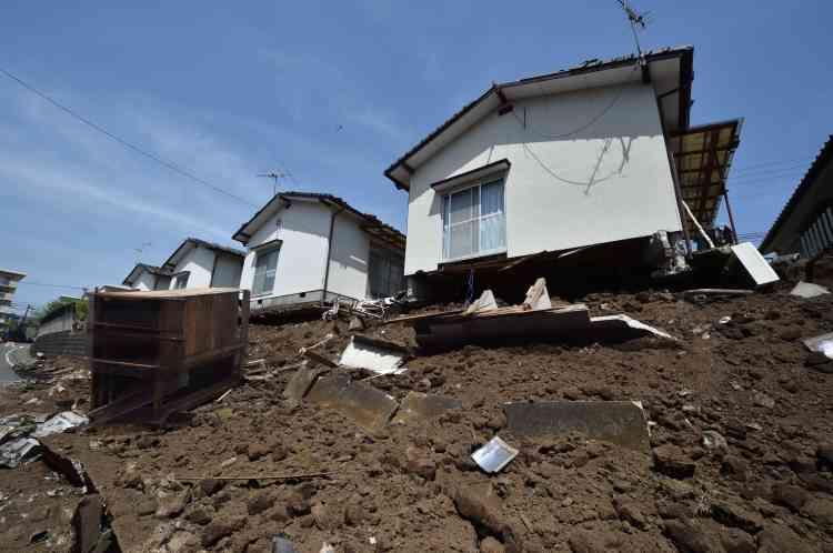 Neuf personnes avaient déjà péri dans un premier séisme d'une magnitude de 6,5 survenu jeudi soir. Ici la ville de Mashiki, dans la préfecture de Kumamoto,  à quelque 900 km de Tokyo..