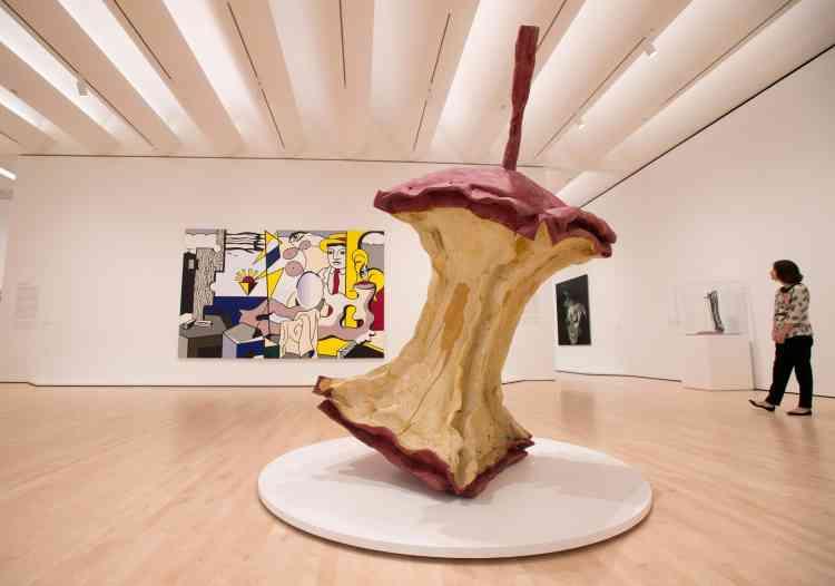 Le musée en présente une partie sur plusieurs étages, avec des expositions thématiques consacrées notamment aux artistes issus du mouvement pop art.