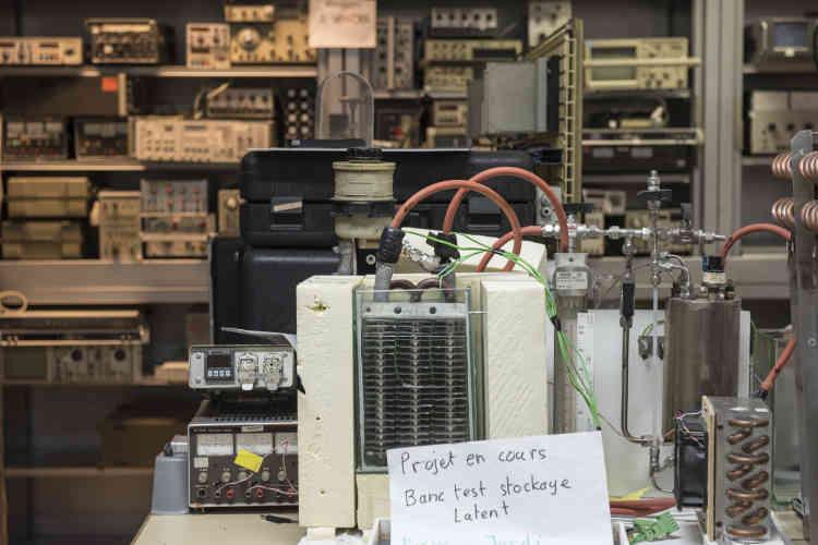 Stockage de matériel électronique d'occasion à vendre.
