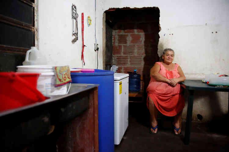 «Je mange moins et des produits qui ne devraient pas être consommés», explique Antonia Torres, à son domicile de Caracas, vendredi 22 avril.