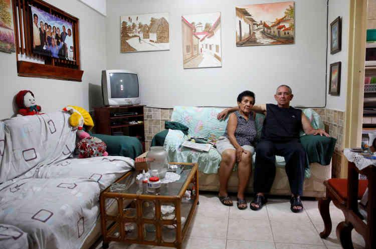 «Nous nous limitons et mangeons moins», disent, d'une même voix, Antonio Marquez et sa femme, Maria, à Caracas, samedi23avril.