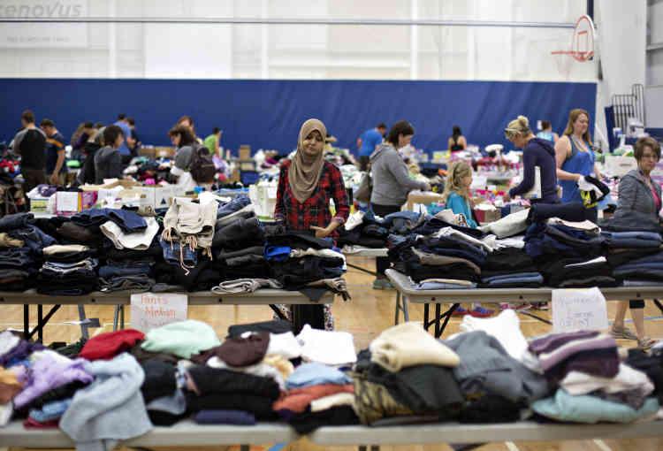 C'est dans la salle de sport qu'on trouve les dons mis à la disposition des sinistrés.