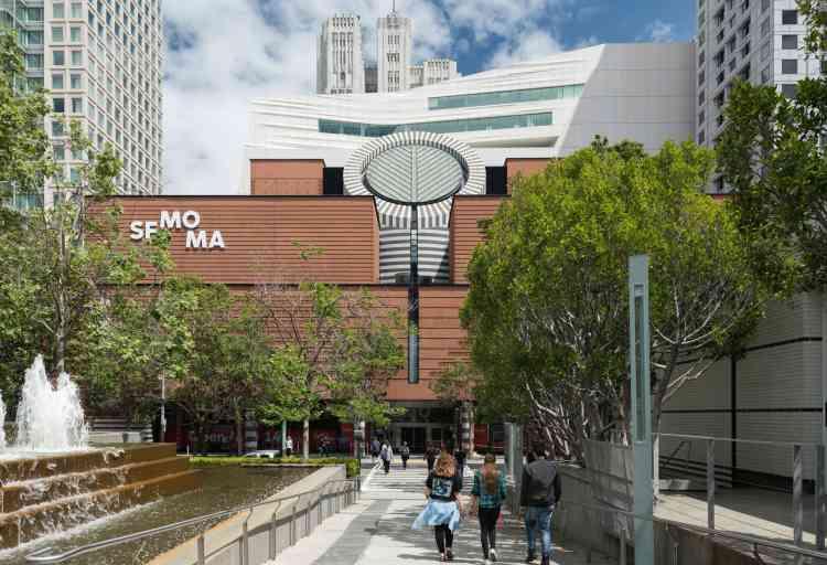 Le bâtiment de briques qui abritait le musée depuis 1995 dans le quartier de SoMa (South of the market) est désormais accolé à une « annexe » de dix étages.